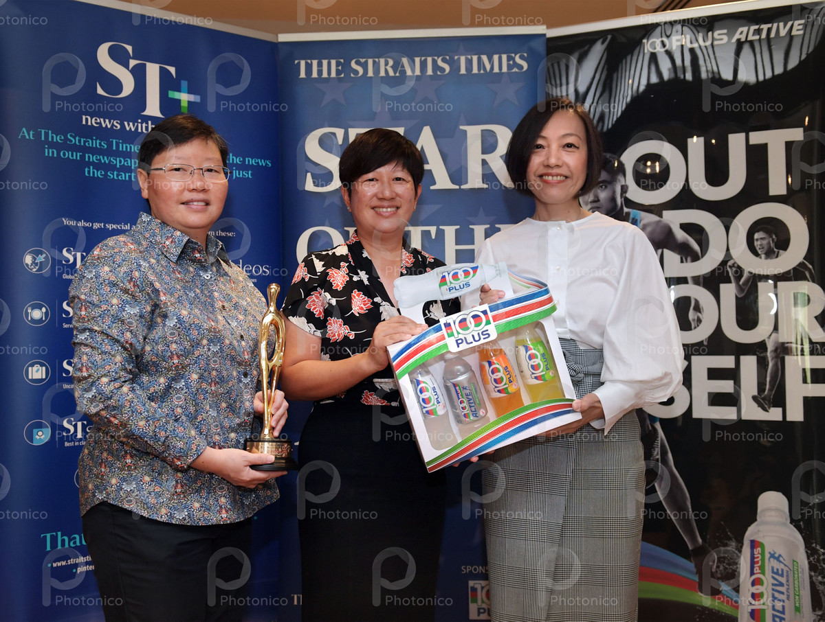 The Straits Times (ST) sports editor Lee Yulin (left) and